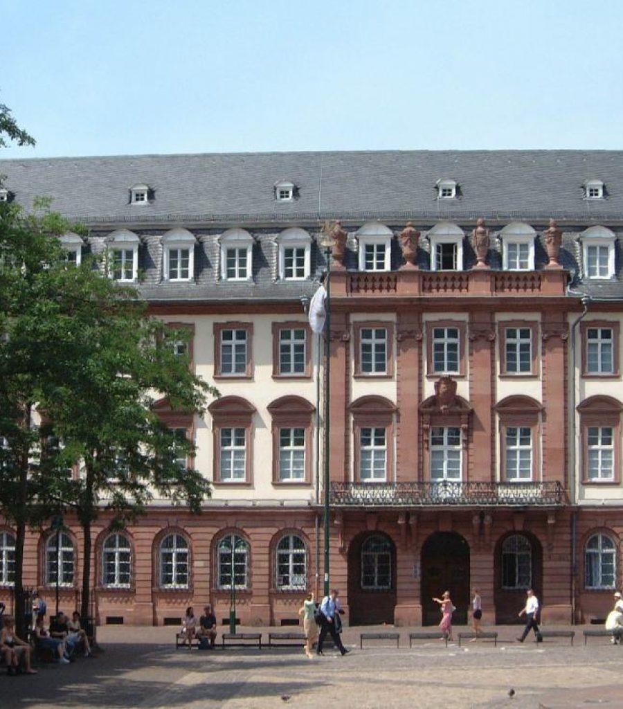 Kastenfenster-Rathaus_Heidelberg
