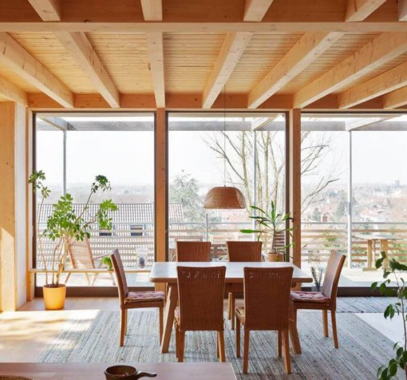 Modernes-Holzhaus-Kiefer_Holzfenster-Innenraum-Heidelberg