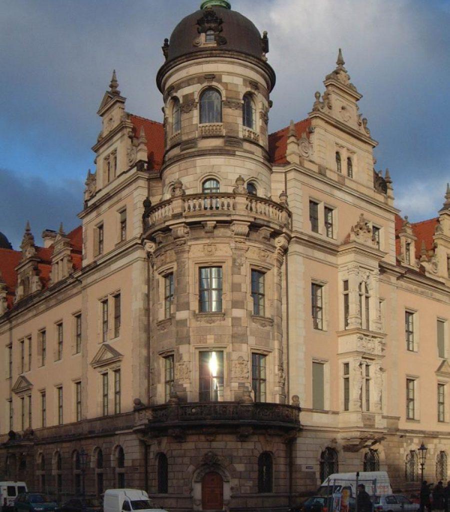 Verbundfenster-Schloss_Dresden-Wetterschenkel-Bauchbogenfenster-Kittfase-Denkmalschutz
