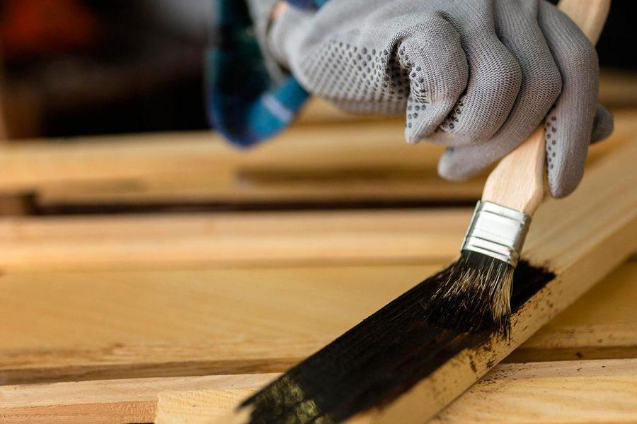 female-workshop-painting-wood-plank.jpg-1200-1200