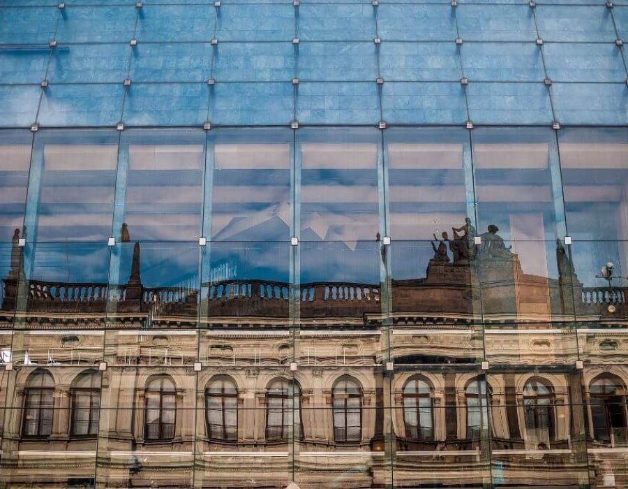glass-building-1246048_1920